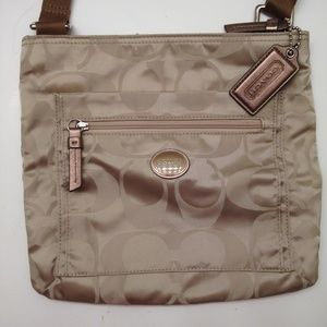 👛 COACH 👛 Sig Getaway Nylon Crossbody File Bag